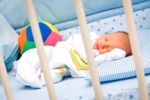 Спать в детской кроватке