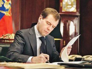 Медведев подписал постановление на ограничение на ввоз лекарств